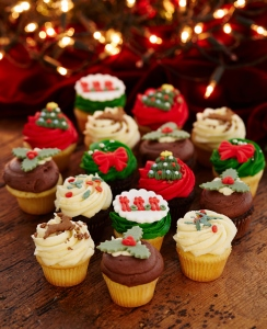 Buy Christmas Cakes And Cupcakes Online From Lola S Cupcakes